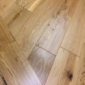 FloorsAndMore - Engineered Lacquered Oak
