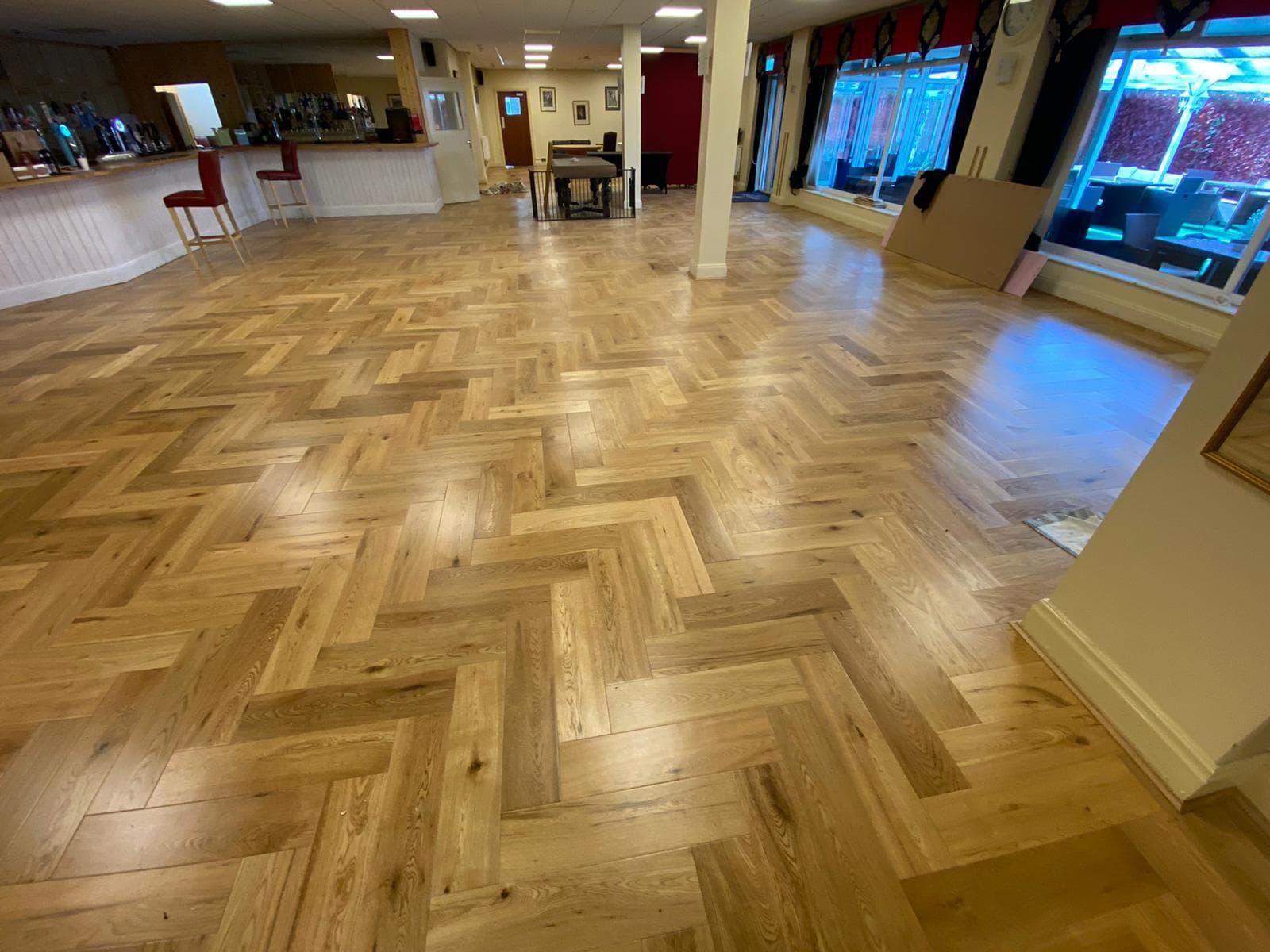 FloorsAndMore - Engineered Oak Herringbone